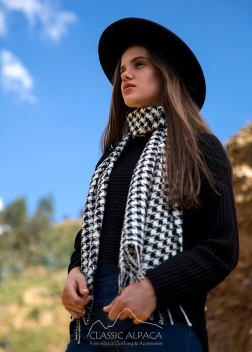 Woven & Brushed Houndstooth Baby Alpaca Scarf